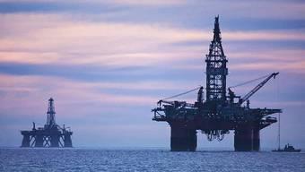 Ölraffinerien vor der Küste Angolas.