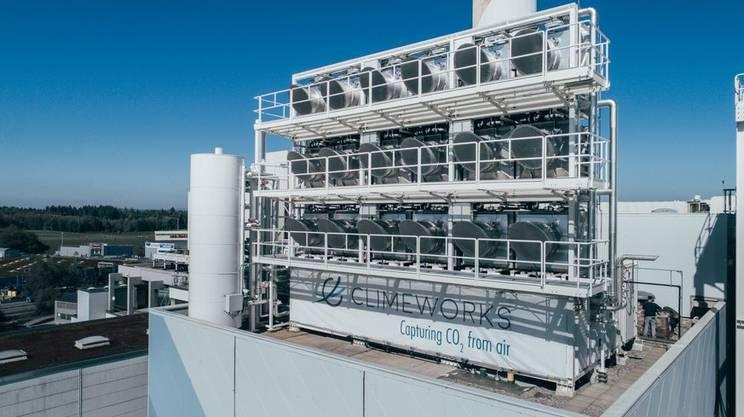 Die Climeworks-Anlage auf der Verbrennungsanlage in Hinwil. Die Abwärme der Verbrennungsanlage ist beim Abschöpfen des CO2 aus der Luft hilfreich.