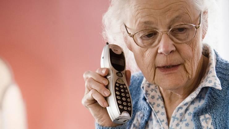 Viele ältere Leute fallen nicht auf Enkeltrickbetrüger herein. (Symbolbild)