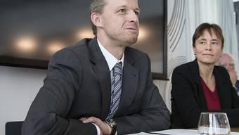 """Ernst König, Direktor, links, und Corinne Schmidhauser, Stiftungspraesidentin von Antidoping Schweiz, schreiben von """"erreichten oder übertroffenen Jahreszielen"""""""