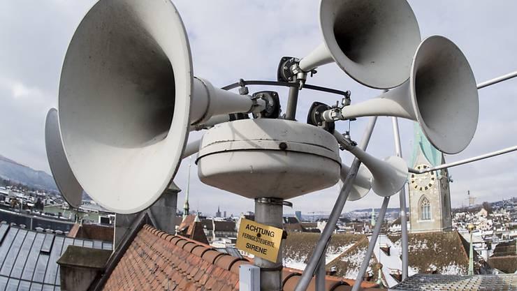 Eine Sirene auf dem Dach des Zürcher Stadthauses. (Archivbild)