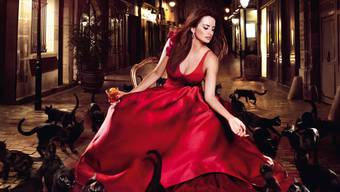 Penélope Cruz im Campari-Kalender 2013: Kiss Superstition Goodbye
