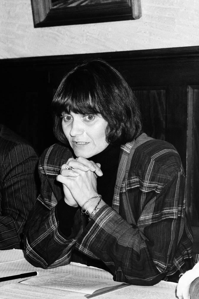 Micheline Calmy-Rey an einer Pressekonferenz im Oktober 1987 in Genf. (KEYSTONE/ Str)