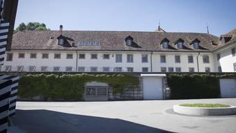 Das Freiburger Zentralgefängnis: Von hier flüchtete der mutmassliche Täter im September 2017. (Archiv)