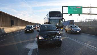 Beim Auffahrunfall entstanden Verkehrsbehinderungen mit einer Wartezeit von rund einer halben Stunde.