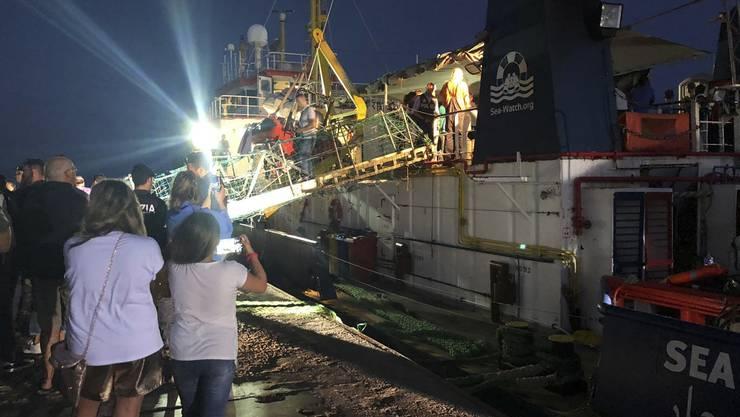 Die Landung der Sea Watch in der Nacht auf Samstag.