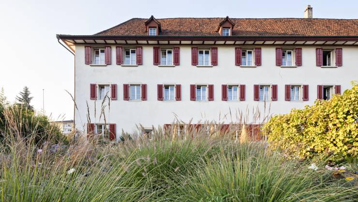 Abendstimmung im Kloster Dornach, vom Klostergarten aus gesehen. Hier werden Kultur, Religion und Gastronomie unter einem Dach gelebt.