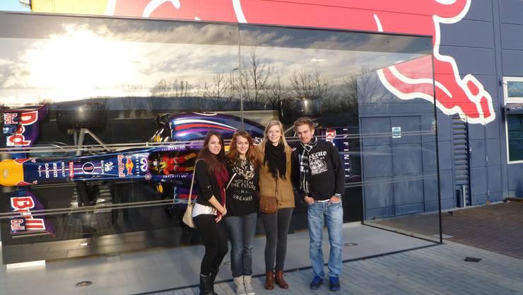 Vor der Red Bull Zentrale bei London