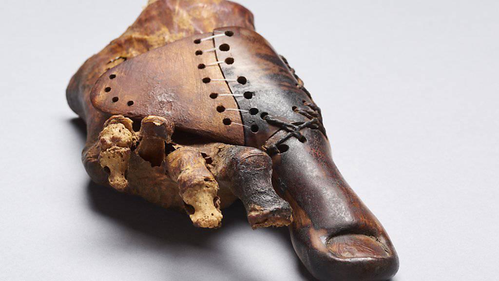 Der hölzerne grosse Zeh wurde bei Luxor im Grab einer Priestertochter aus dem frühen ersten Jahrtausend v. Chr. entdeckt.