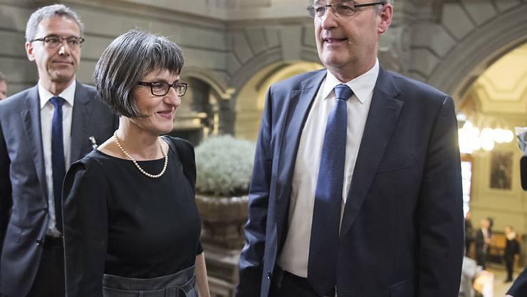 """Guy Parmelin - hier mit seiner Frau nach der Wahl zum Bundesrat - wurde als Kind """"Guylou"""" gerufen."""