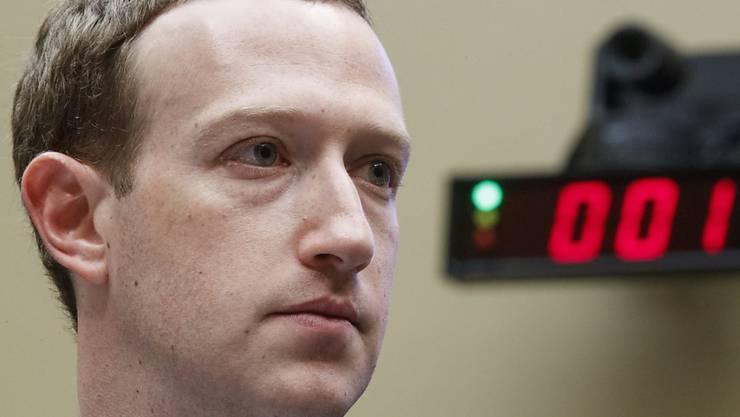 Kriegt eine höhere Vergütung wegen Ausgaben für die Sicherheit: Facebook-Chef Mark Zuckerberg. (Archiv)