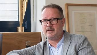 Der Direktor des Theaters Basel, Andreas Beck, beim Saisonbilanz-Gespräch mit der bz.