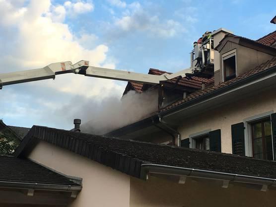 Die Feuerwehr konnte den Brand rasch löschen. Verletzt wurde niemand, Es entstand jedoch erheblicher Sachschaden.
