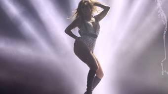 Jennifer Lopez sammelt in Corona-Zeiten Geld für Mitarbeitende im Gesundheitswesen: Mit ihrem einstigen Partner Rapper Diddy lud sie zur Tanzeinlage auf Instagram; hunderttausend Fans haben zugeschaut. (Archivbild)
