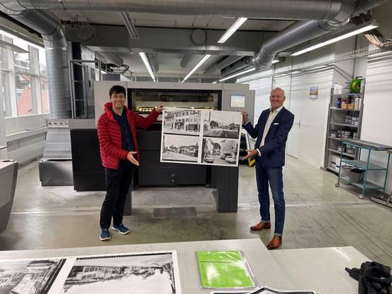 Tobias Oetiker (links) vom Verein Oltner Kalender mit Thomas Müller, CEO der Dietschi Print und Design.