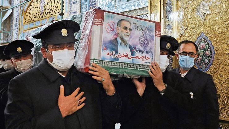 Letzte Ehre für den getöteten Atomwissenschafter Mohsen Fakhrizade - Teheran droht mit «Rache an den Zionisten».