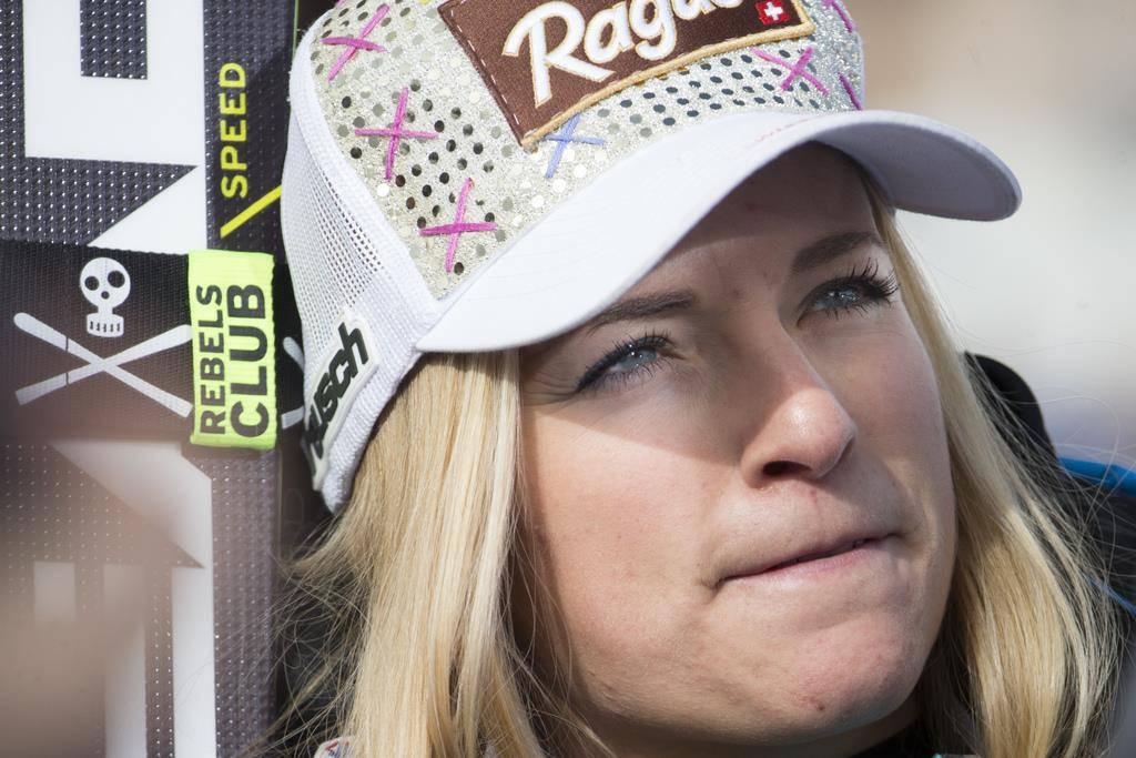 Lara Gut verfolgt das Rennen im Zielraum (© Keystone/Alexandra Wey)