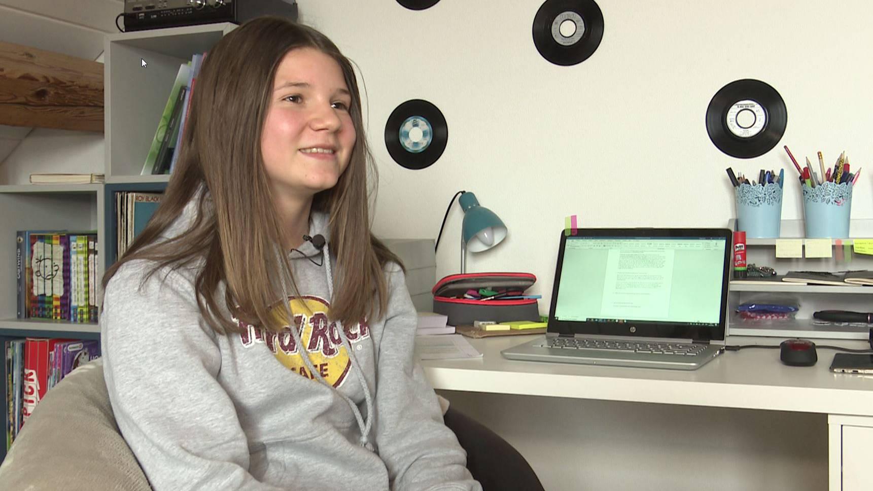 Die 12-jährige Noelle Lüscher vermisst an der Schule vor allem den Kontakt mit ihren Mitschülern.