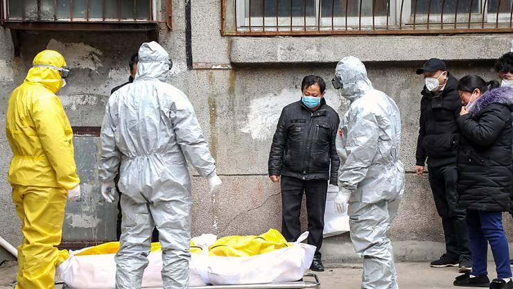 Die Zahl der bestätigten Infektionen und Todesfälle durch das Coronavirus ist in China erneut sprunghaft angestiegen. (Symbolbild)