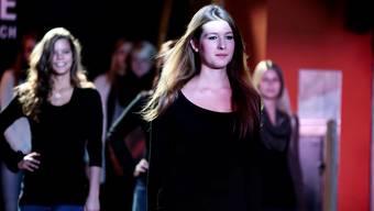 Miss Solothurn-Kandidatinnen üben im Schuetzenhouse