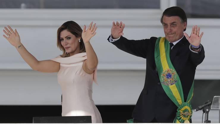 Verschob für seine Reise in die Schweiz extra einen Operationstermin im Spital: Brasiliens Staatschef Jair Bolsonaro mit seiner Frau Michelle.