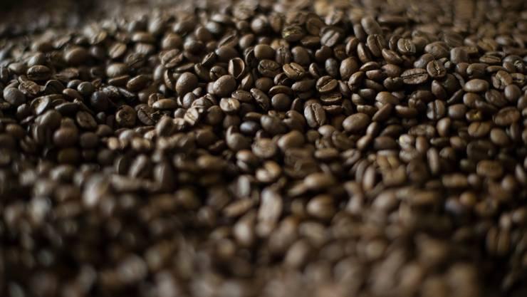 Kaffeebohnen in einer Schweizer Rösterei.