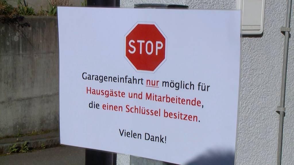 Isoliert im Altersheim: Lockerungen und Besuchsrecht gefordert