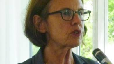 Dr. med. Barbara Federspiel rät zur Patientenverfügung am Jazz Apéro der CVP Uitikon