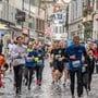 Läuferinnen und Läufer in der Kapellgasse am letztjährigen Luzerner Stadtlauf.