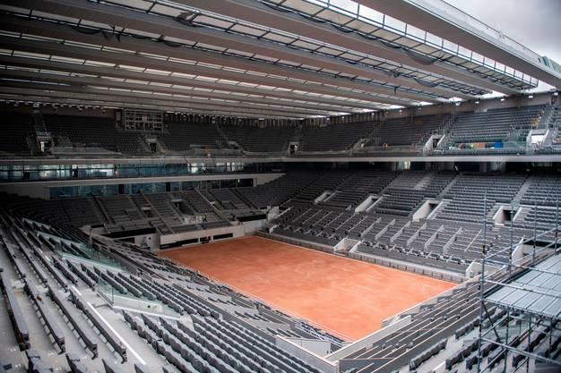 Der Court Philipp Chatrier verfügt erstmals über ein schliessbares Dach.