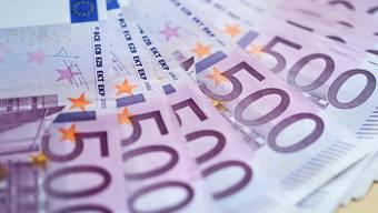 Zwar hat die Zahl gefälschter Euro-Scheine, die aus dem Verkehr gezogen werden mussten, 2016 deutlich abgenommen. Der Schaden blieb jedoch fast gleich hoch. Denn in England wurden einem Diamentenhändler 500-Euro-Blüten im grossen Stil untergeschoben.