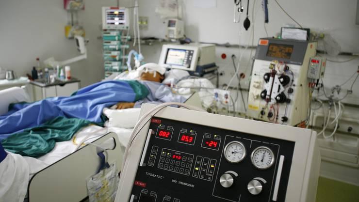 Felix* erlitt eine Schädelfraktur, lag mehrere Wochen im Koma, wurde wegen Hirnblutung operiert und erlitt eine Blutvergiftung. Wie und ob er aufwachen würde, war tagelang ungewiss. (Archivbild)