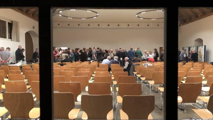 Blick von aussen in die Zähnteschüür Oberrohrdorf, in der die ausserordentliche Gemeindeversammlung zur BNO stattfand.