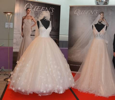 Auch Brautkleider waren ausgestellt.