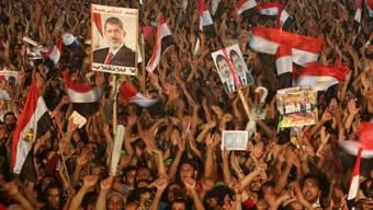 Tausende fordern Wiedereinsetzung Mursis