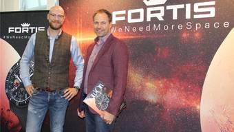 Jupp Philipp (links), Besitzer,und Lorenz Aebischer, Geschäftsführer der Uhrenmarke Fortis, im Showroom der Fabrik.