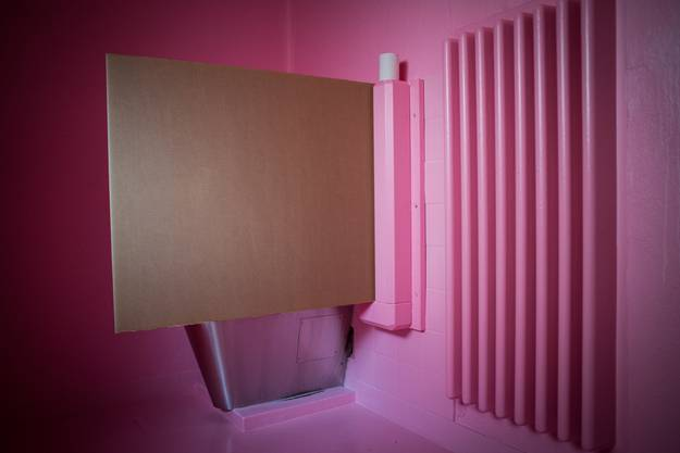 Für die ganz Aggressiven gibts eine Zelle mit rosa Wänden