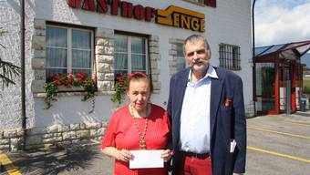 Sie gewann das Nachtessen im Restaurant Enge: Ursula Rippstein aus Solothurn. Rinaldo Brotschi hatte den Wettbewerb für sie ausgefüllt und eingeschickt