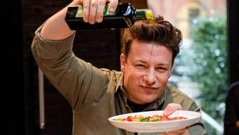 In guten Jahren machte Jamie Oliver locker 90 Millionen Pfund Gewinn pro Jahr. Nun soll er auf Schulden von über 70 Millionen Pfund sitzen. (Archivbild)