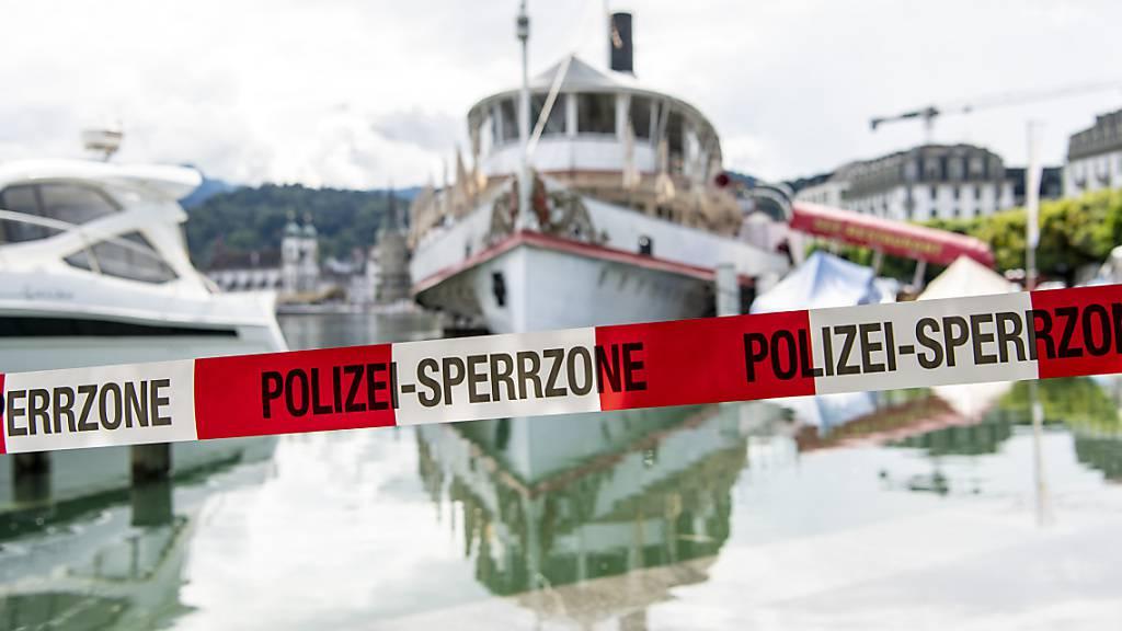 Die Schifffahrt auf dem Vierwaldstättersee ist derzeit wegen Hochwassers untersagt. (Archivbild)