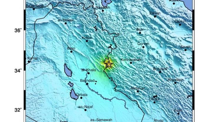 Bei einem schweren Erdbeben im Westen Irans sind am Sonntag über 700 Menschen verletzt worden.
