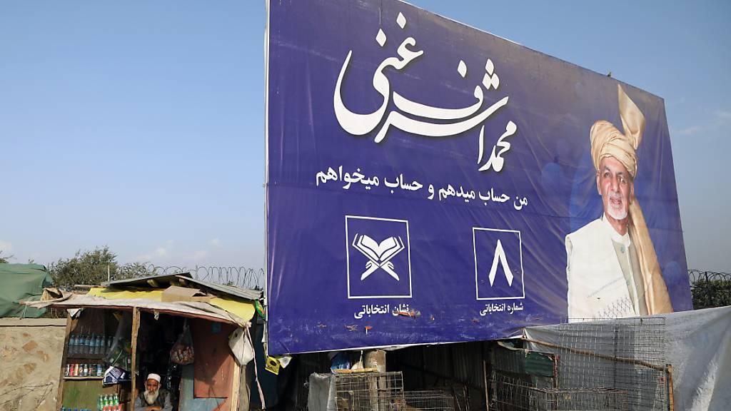 18 Kandidaten stehen auf den Stimmzetteln der Präsidentschaftswahl in Afghanistan vom Samstag - vier von ihnen zogen ihre Kandidatur mittlerweile bereits zurück.