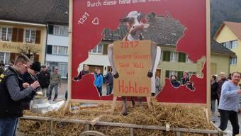 Der Mümliswiler Fasnachtsumzug nimmt das Motto «Ursprung – 1291» auf. Auch nicht ganz ohne, wie die «Hinger- Hüsler» damit umgehen.