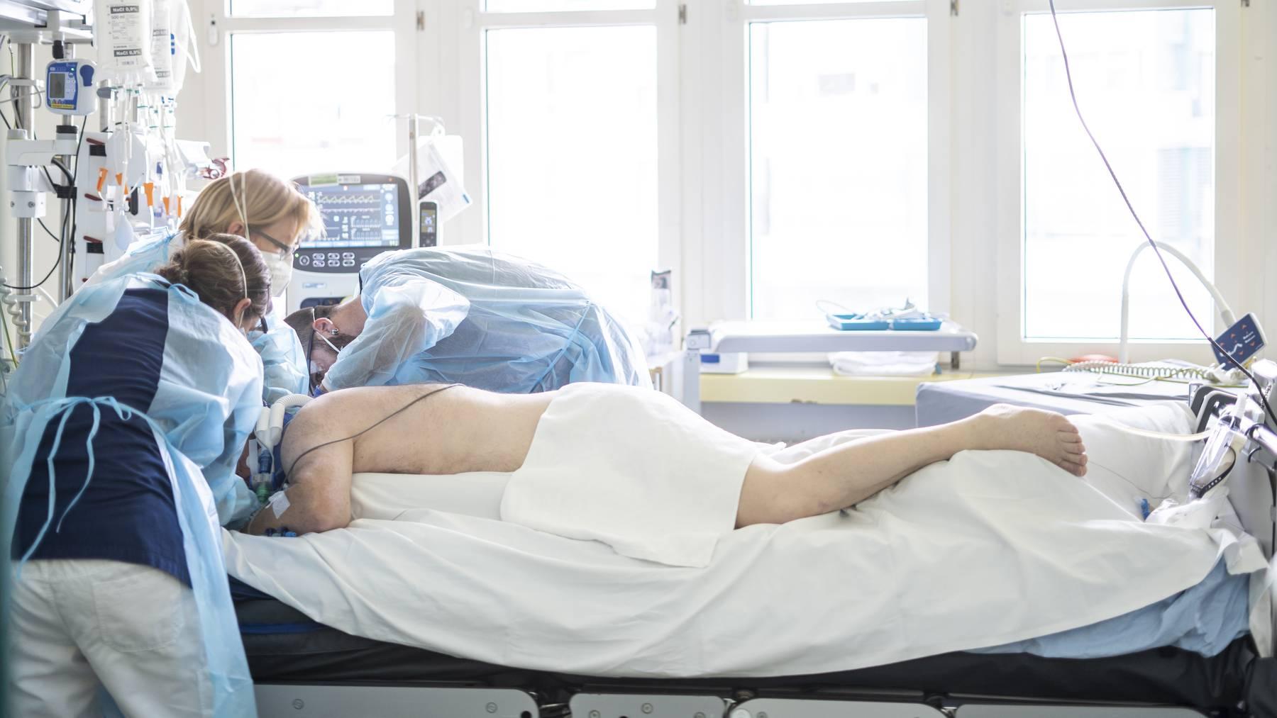 Nach den Ferien direkt auf die Intensivstation: Im Kantonsspital St.Gallen steigt die Zahl der Coronapatienten wieder an.