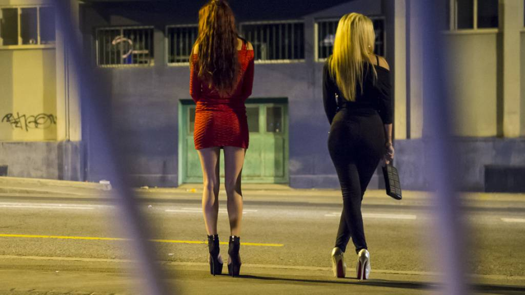 Die jungen Frauen wurden in Lausanne zum «Anschaffen» auf die Strasse geschickt, unter ständiger und strenger Aufsicht des Clans. (Symbolbild)