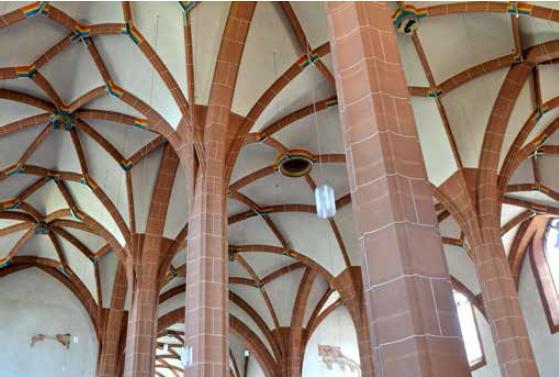 Die Anfänge der Leonhardskirche reichen ins 1.. Jahrhundert zurück