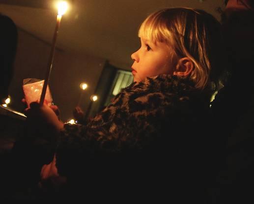 Kerzen gehören zur Weihnachtsfeier.
