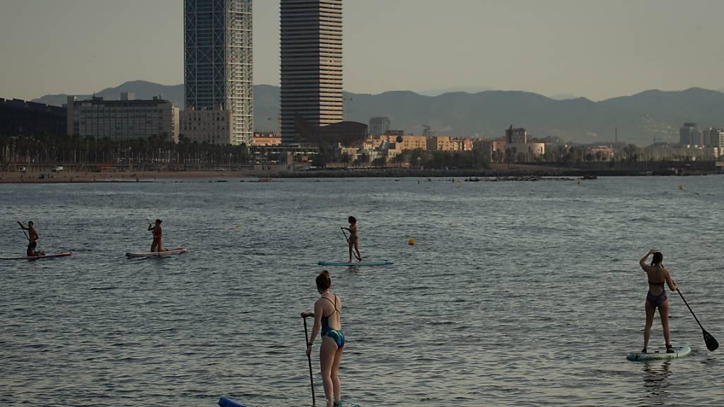 Wer aus Barcelona oder anderen Orten des spanischen Festlandes in die Schweiz einreist, muss ab Samstag in Quarantäne. Das teilte der Bund mit. (Archivbild)