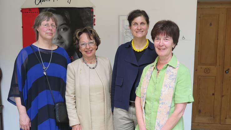 Von links: Jeanne Pestalozzi, Zentralpräsidentin des Schweizerischen Vereins Compagna, Margret Jucker, Präsidentin der Sektion Solothurn Olten, Ursina Largiadèr, Historikerin, und Monique Sinniger, Bahnhofdelegierte von Olten.