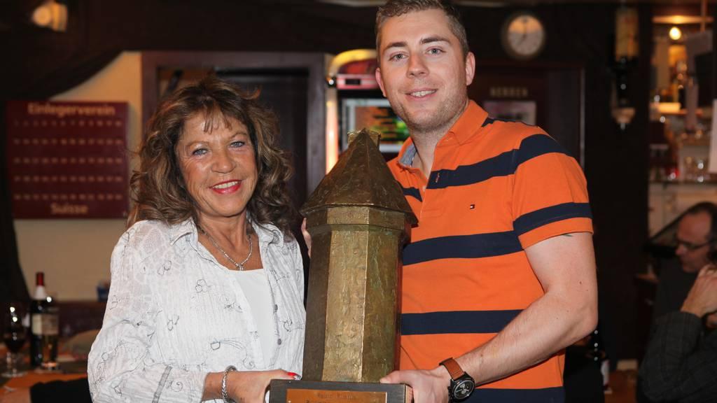 Rüüdige Lozärneri 2013: Nun steht der Pokal im Doorzögli